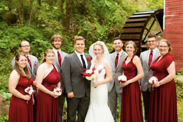 A wedding party in red (Tauri Baum Photo)