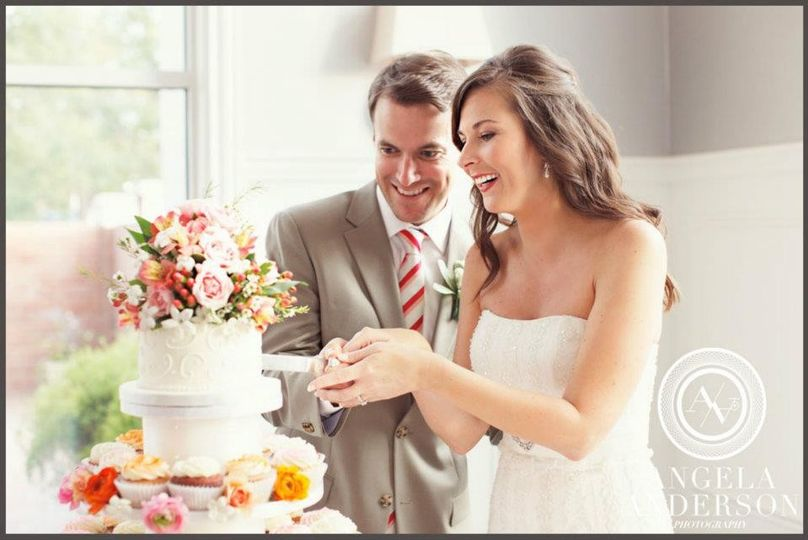 couple cutting cake by martine