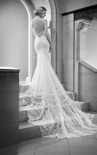 Flattering backless wedding gown