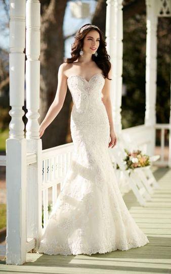 Sleeveless bridal dress