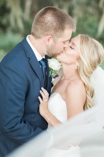 Wedding kisses | Thendricks Photo