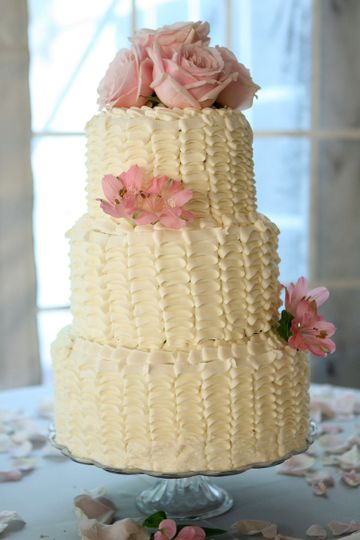 ruffle wedding cake 1