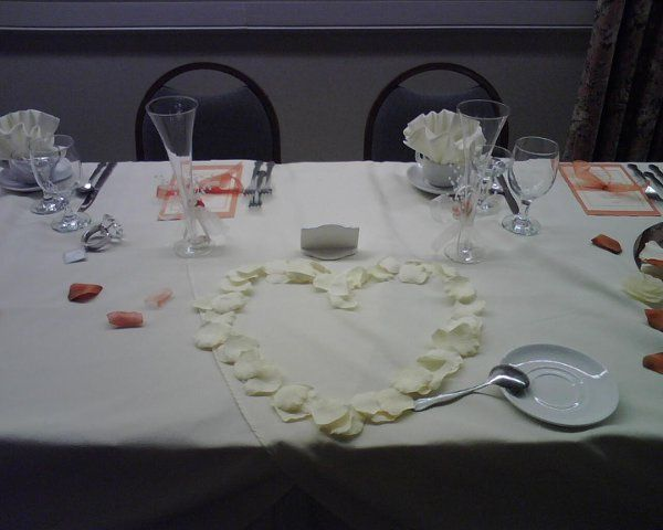 Head Table with Heart in Petals