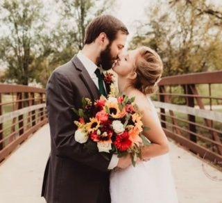 Tmx Img 2740 51 928510 160927447072873 Palmyra, WI wedding florist