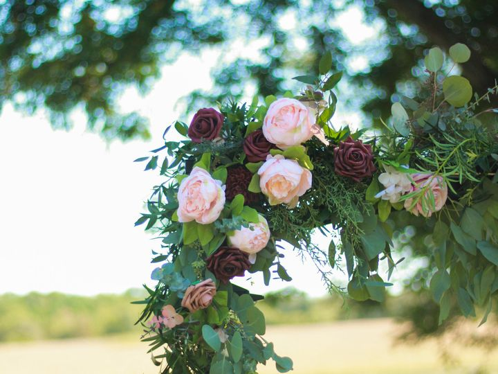 Tmx Img 5151 51 928510 160151435636276 Palmyra, WI wedding florist