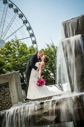 photographer blur water seattle great wheel weddin