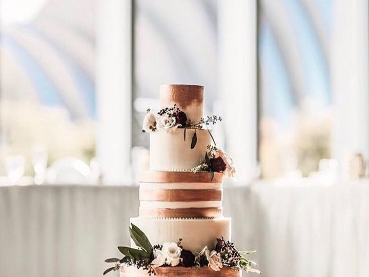 Tmx Gold Cake 51 163610 1564082278 Kansas City, Missouri wedding cake