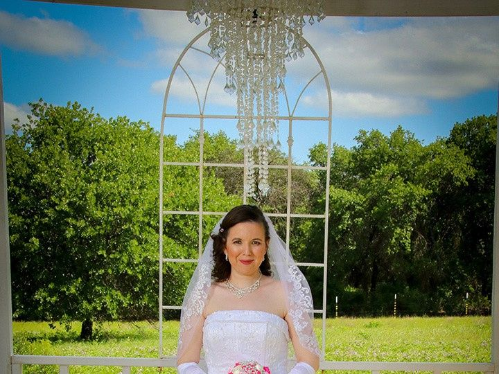 Tmx Bride At Altar 51 118610 157929041362014 Clyde, TX wedding venue