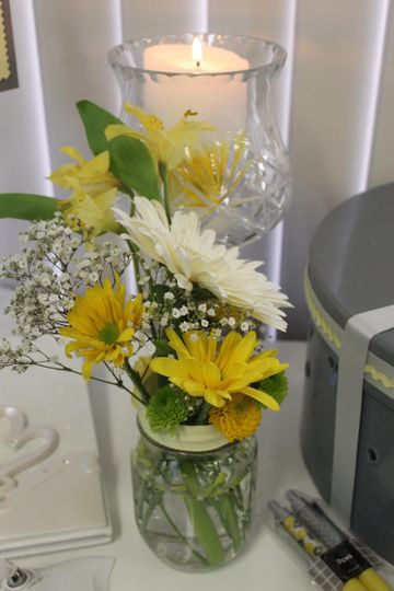 Floral and candle decoration