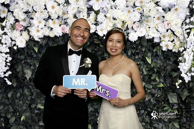 We make your wedding look amazing with our amazing green screen backgrounds.