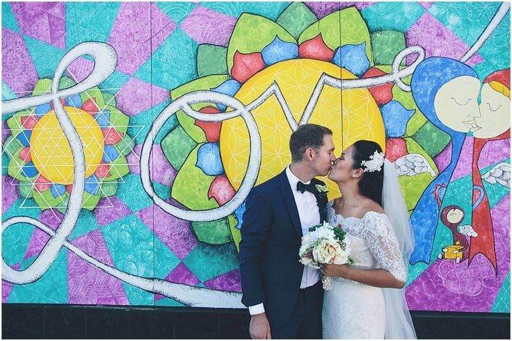 Kiss by the mural