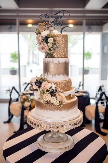 Featured Gold wedding cake