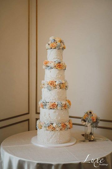 5 foot tall wedding cake