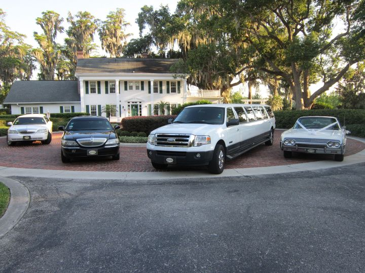 Southern Elegance Limousines offers various styles of limousines and wedding packages to suit any...