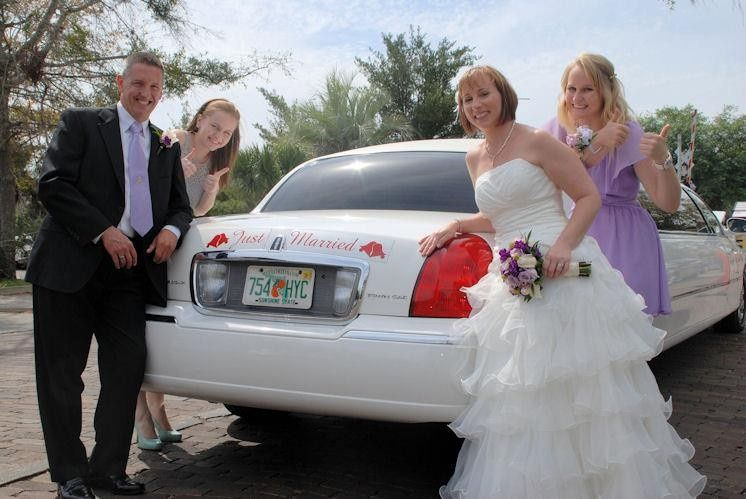 The classic Lincoln Executive Limousine. A great choice for your wedding.