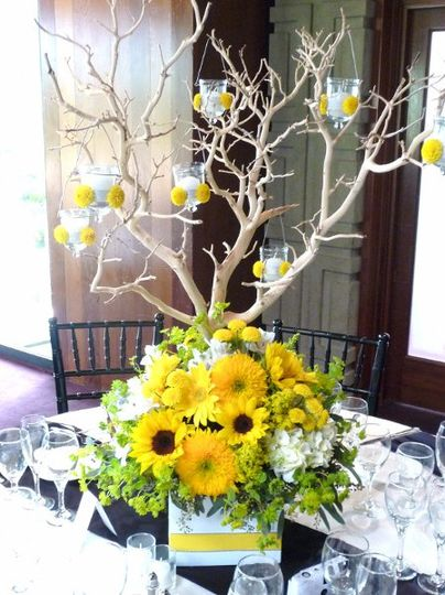 Sunflowers and Manzanita excite raves as table centerpieces.