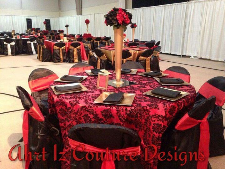 Red and black table decor