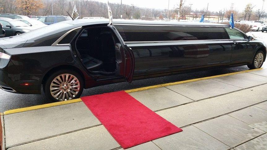 8 - 10 Passenger Lincoln MKZ