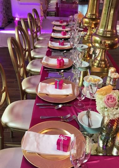 Fushia table setting