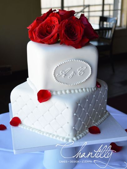 Roses topped cake