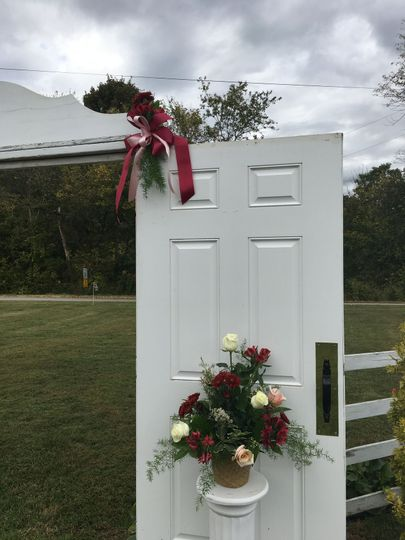More views of entrance with beautiful roses and ribbons