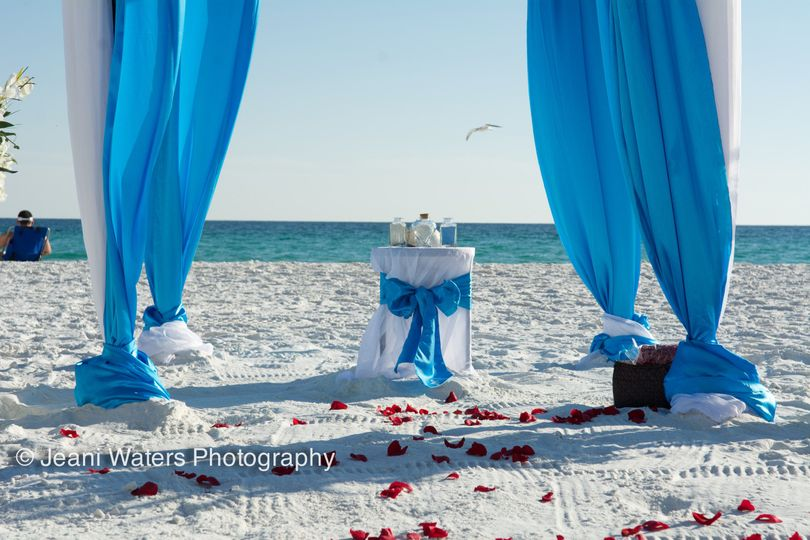 Our 'Sea' package in malibu blue complete with sand unity and matching table.