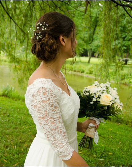 Bride in 3/4 sleeved lace wedding dress