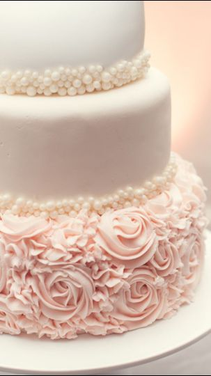 wedding cake pink and white with pearls