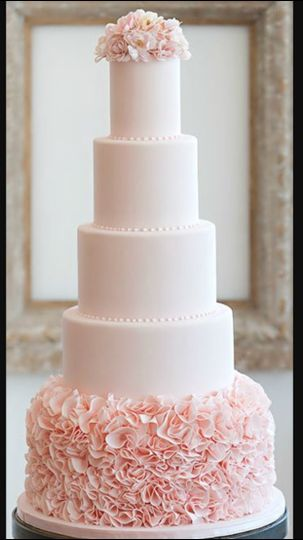 wedding cake pink with pearls