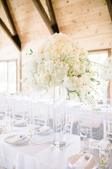 Grand white centerpiece