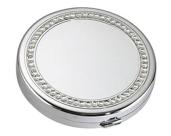 Engravable compact for bridesmaids
