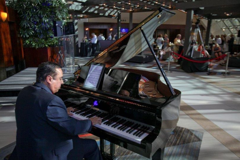 Playing at Hilton Hotel Bellevue