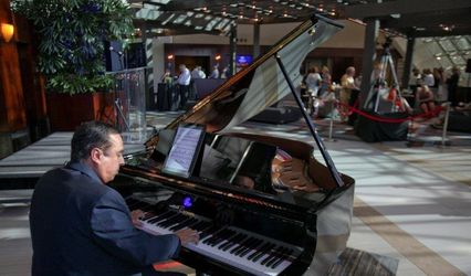 Pianist - Mike Mansour 1