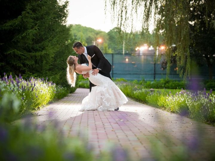 Tmx Bride Dip On Back Grounds By Glenmar Studio 51 11620 1568227088 Woodbury, New York wedding venue
