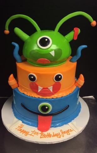 Alien themed cake
