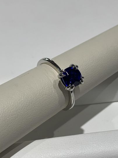 Pinch shank solitaire ring