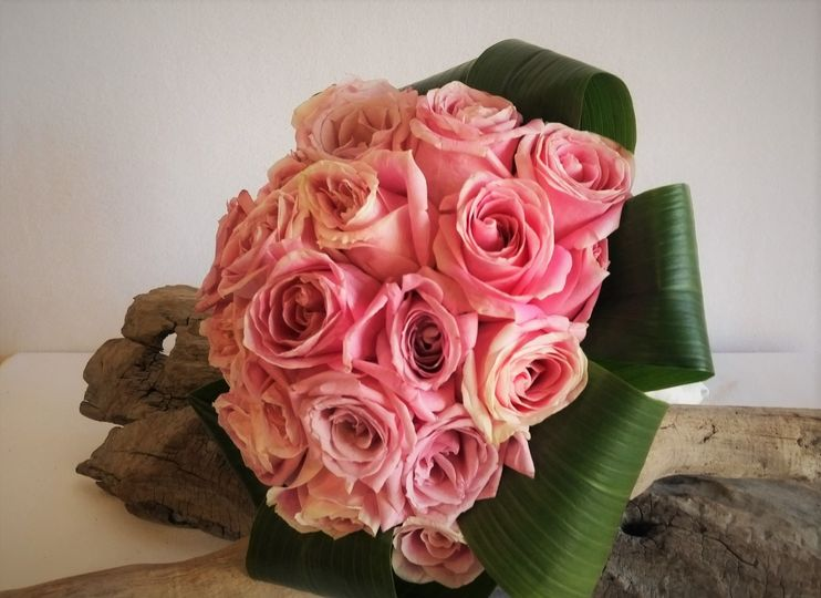 800x800 1487012177833 vintage rose bouquet with collar