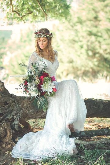 Photos at our wooded overlook are amazing! This photo taken by Memories by Renee Hardin of this boho...