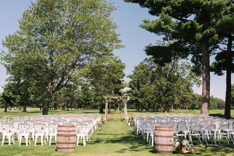 Wedding isle with barrel