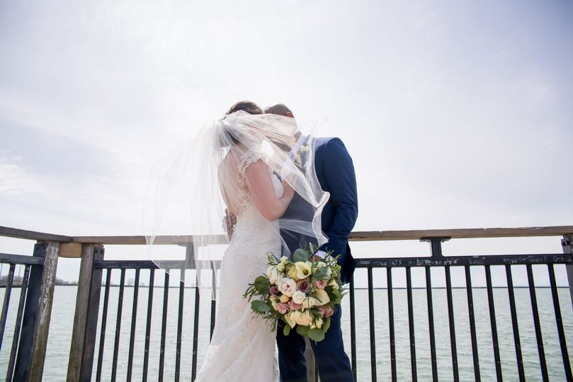 gallagher pier beach buffalo ny wedding photo jaimie ellis photography 1 51 923920 1560971029