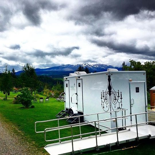 Luxury Restroom Trailers By Privy Chambers Event Rentals Happy Valley Or Weddingwire