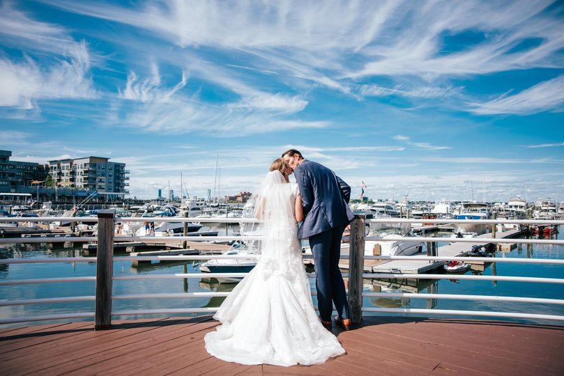 Newlyweds Skyline - Port 305