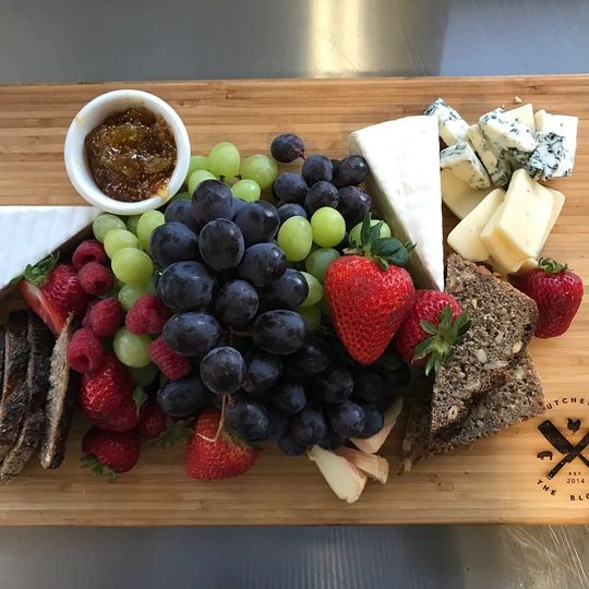 65b64af076ad2ade 1536685224 c0759e148bb59d48 1536685222837 1 cheese board 2