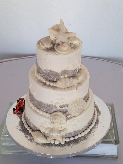 Wedding cake with a touch of silver