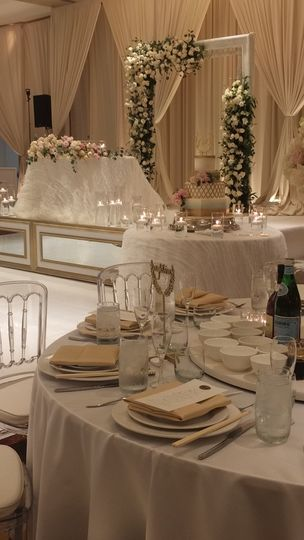 Sweetheart table on riser