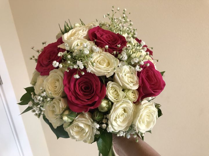 Tmx 1522457512 12cacc06a6d74624 1522457510 2f981b7aaaecc2f8 1522457506722 1 DD7ACB5F C6EF 4600 Kent, Washington wedding florist