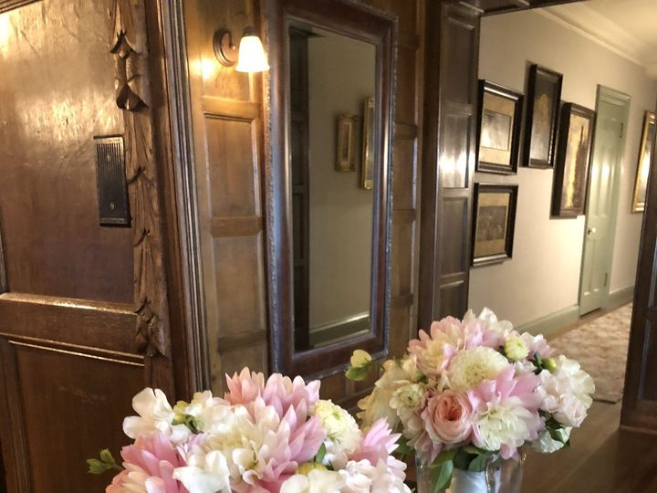 Tmx 1534124150 D3e99355aa884b52 1534124148 8c4427795e292410 1534124143879 4 58AEF7E0 FF3C 4DD9 Kent, Washington wedding florist