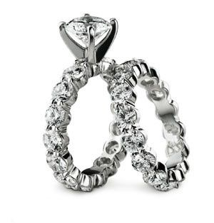 Memoire solitaire brilliant diamond 18K white gold engagement ring featuring an eternity band of...