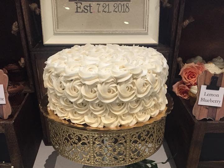 Tmx 100b0c15 24b8 4061 Bc53 D1bb0b8f5e6d 51 791130 Moriah wedding cake
