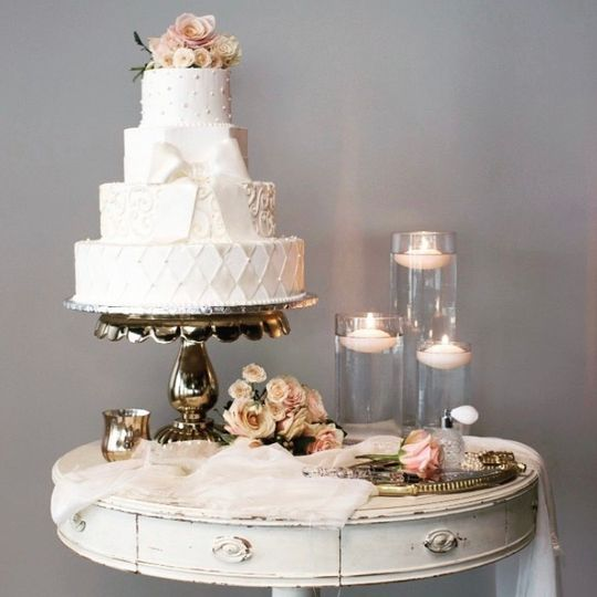Cake stand with table